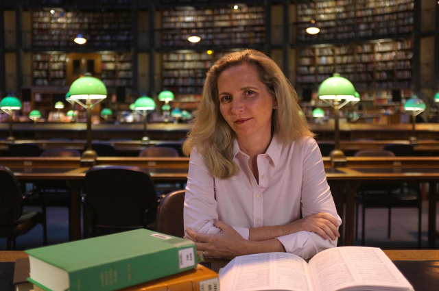 Dr. Amanda Foreman in the National Library, Paris