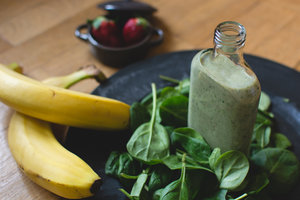 rsz_1rsz_foodiesfeedcom_green-smoothie-with-ingredients