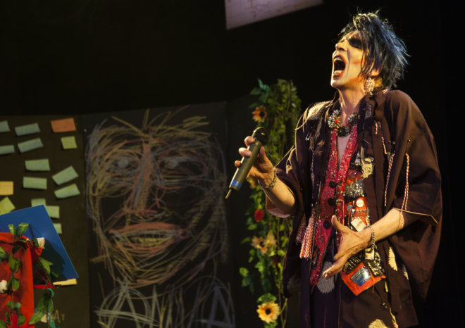 the-prime-of-ms-david-hoyle-sep-2016-chelsea-theatre-3-credit-holly-revell