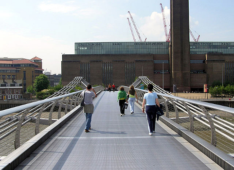 Millennium.bridge.London.Tate1.jpg