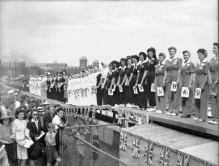 Miss_War_Worker_Beauty_Contest_1942_contestants_grouped_by_employer.jpg