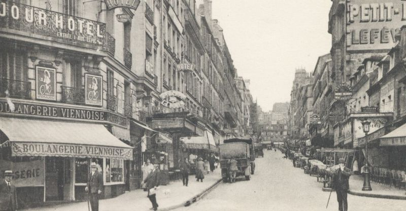 Paris Montmarte in 1925.jpg